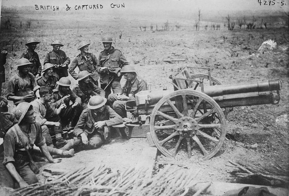 British soldiers with a captured German field gun (7.7 cm FK 96 n.A.) near Wytschaete, Belgium, during the Battle of Messines during World War I, on June 10, 1917.