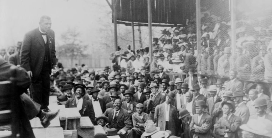 Booker T. Washington spoke to a large crowd in Lakeland. Library of Congress.