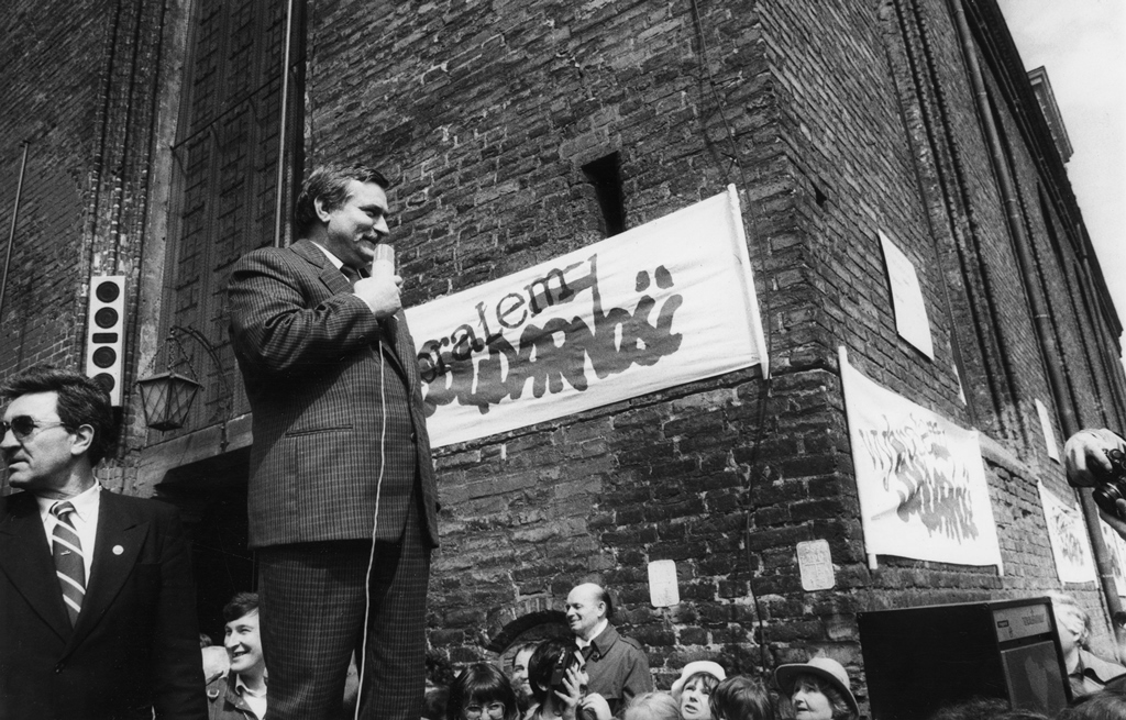 Lech Walesa speaks at a Solidarity rally in Gdanśk, Poland in May, 1989. Photo courtesy of Wikimedia Commons