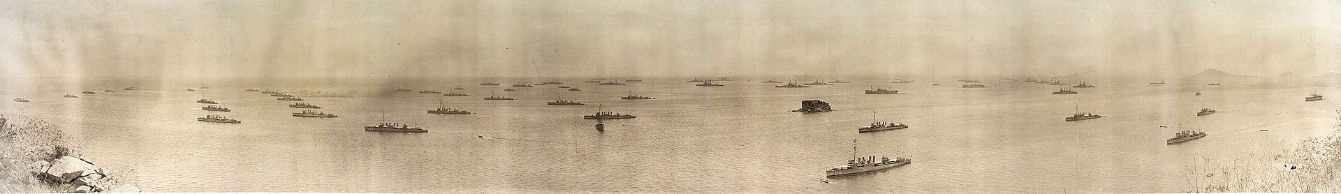 The U.S. fleet off the coast of Panama in 1906. Wikipedia.