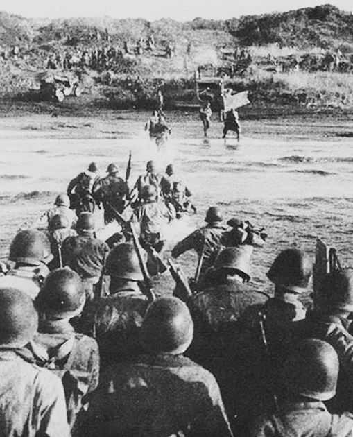 Allied soldiers land at Anzio.